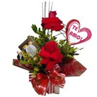 Arranjo com duas Rosas Importadas + Ferrero com 8unidades+ Plaquinha