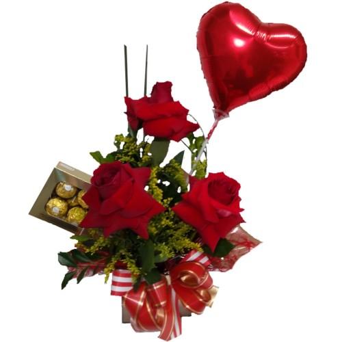 Arranjo com três Rosas Importadas + Ferrero com 8unidades+ Balão