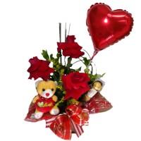 Arranjo com três Rosas Importadas + Ferrero com 3unidades+ Balão+Pelúcia pequena
