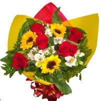 Buquê 5 rosas importadas com 3 Girassóis e Astromélias