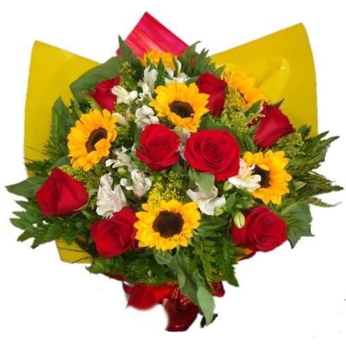 Buquê 8 rosas importadas com  5 Girassóis e Astromélias