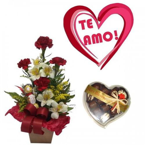 Combo Arranjo Cravo e Flor + Plaquinha + Chocolate Bombons de Coração Herr